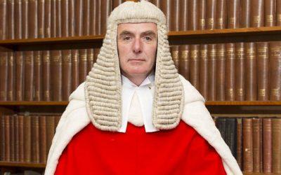 Damas y Caballeros, el Juez Sir Anthony Paul Hayden